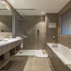 Suite Junior vue mer salle de bain baignoire - Hôtel La Villa Douce - Hôtel 4 étoiles - Golfe de Saint Tropez