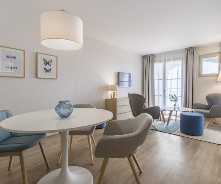 Espace salon -Suite famille prestige - Hôtel La Villa Douce - Hôtel 4 étoiles - Golfe de Saint Tropez - Rayol-Canadel-Sur-Mer