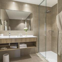 Chambre supérieure - Salle de bain avec douche à l'italienne - Hôtel la Villa Douce - Golfe de St Tropez