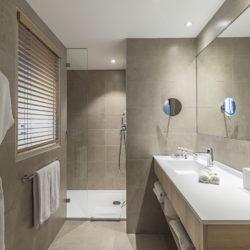 Suite Prestige Famille - Salle de bain - Douche à l'italienne - Hôtel La Villa Douce - Hôtel 4 étoiles - Golfe de Saint-Tropez